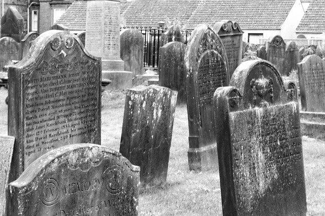 tombstones-455607_640