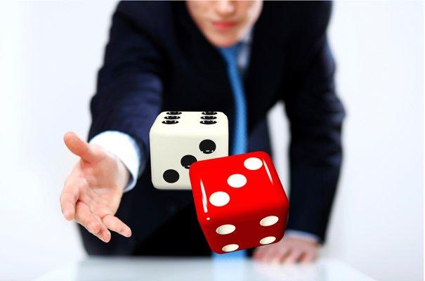 Throwing-dice_Web